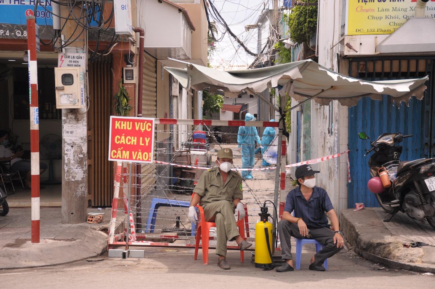 Quận 8: Phong tỏa nơi ở của 2 nhân viên bệnh viện Bệnh nhiệt đới TP.HCM  nhiễm COVID-19