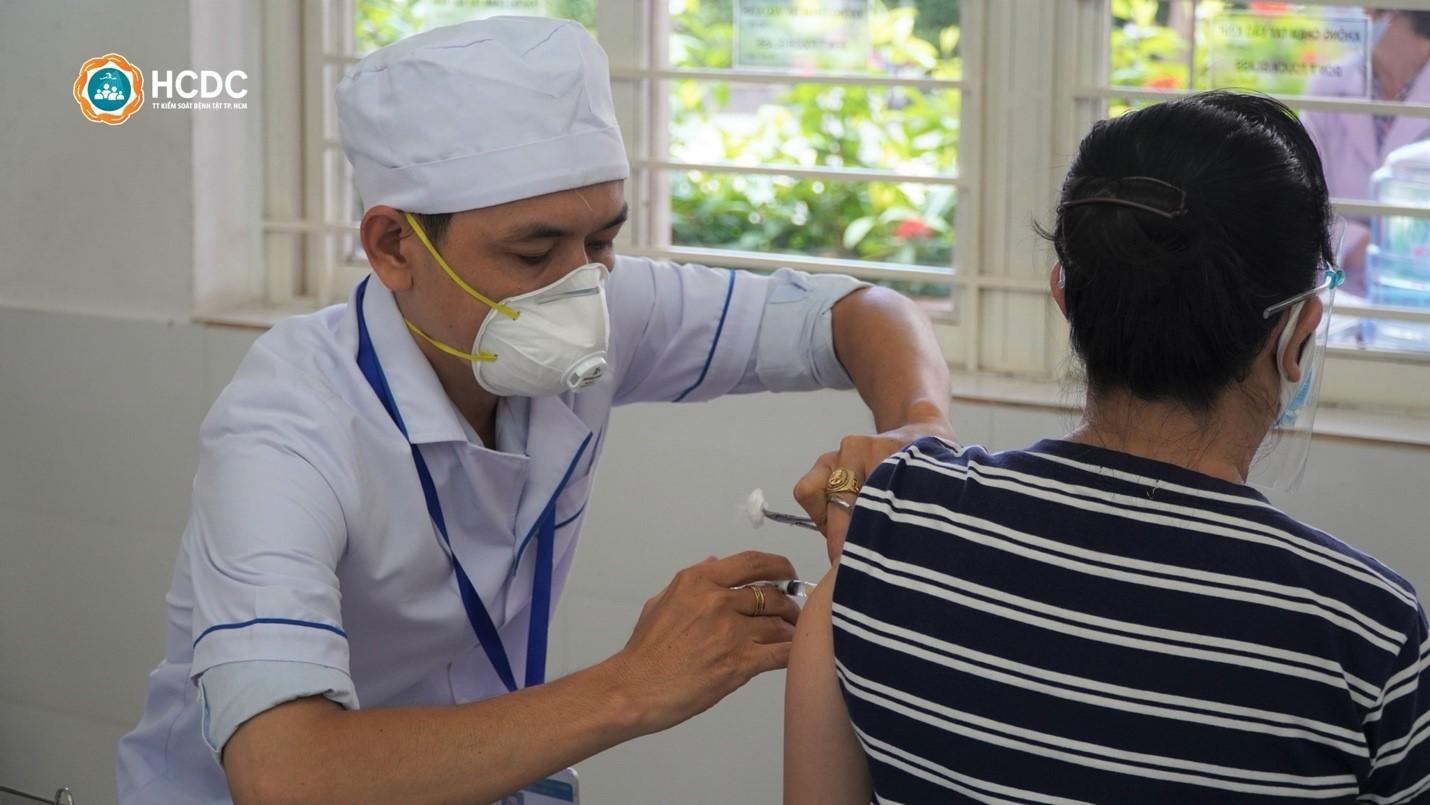 TP. HCM: Toàn bộ người dân trên 18 tuổi sẽ được tiêm vắc xin phòng COVID-19